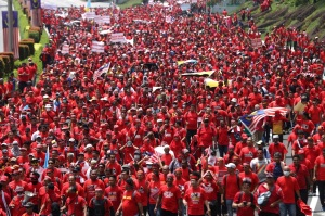 red_shirt_rally_heading_to_padang_merbok_160915_kamal